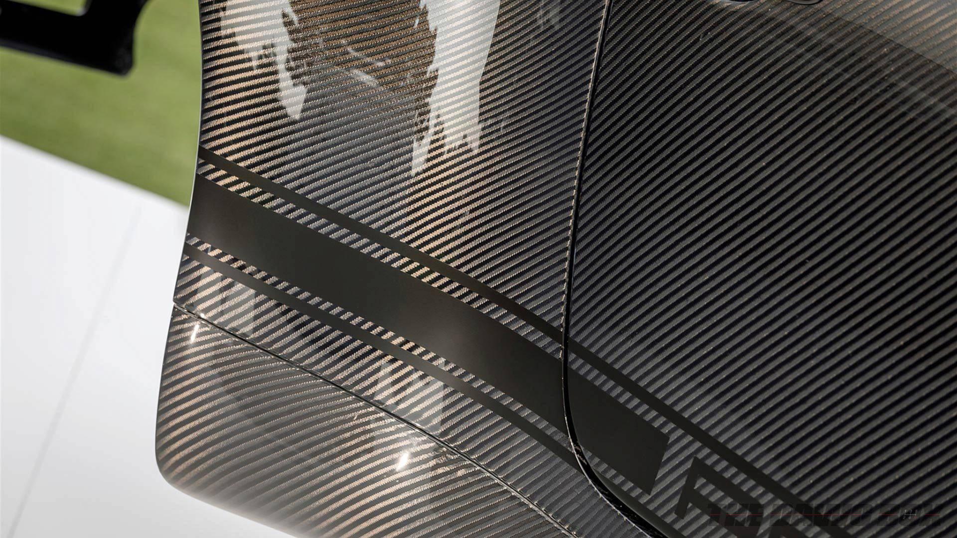 Close up of the rear fender the carbon fiber gunther werks porsche shell