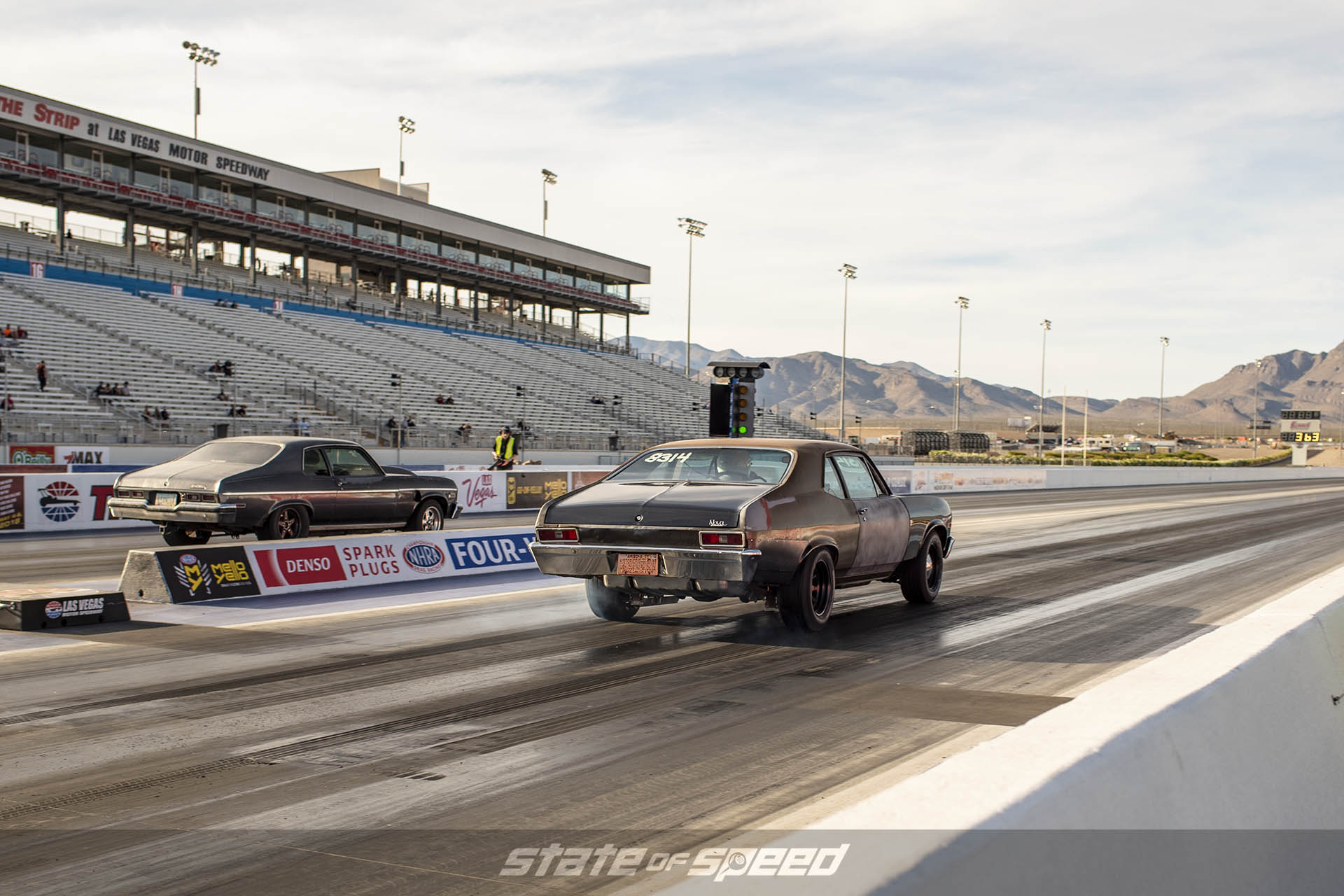Muscle cars on the drag strip