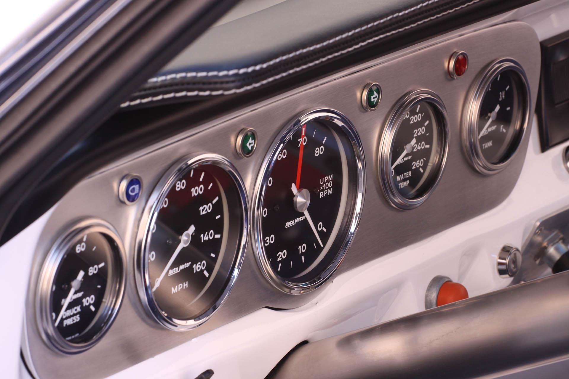 Classic mustang gauge cluster