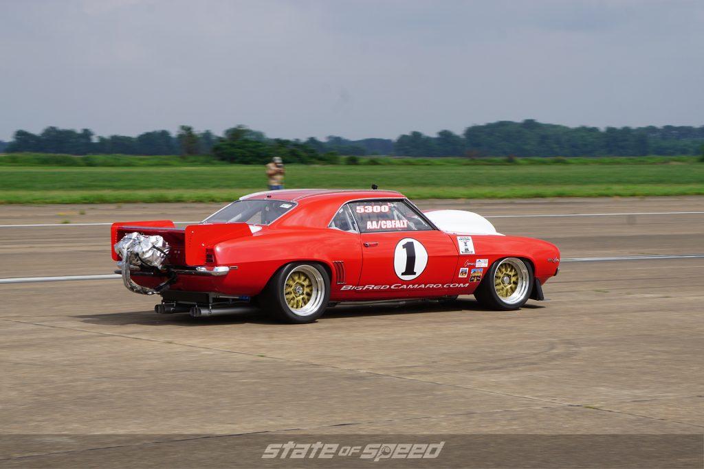 Camaro drag racing
