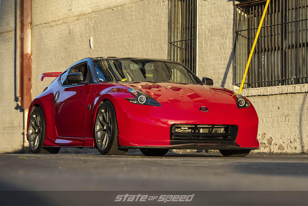 side shot of 370z