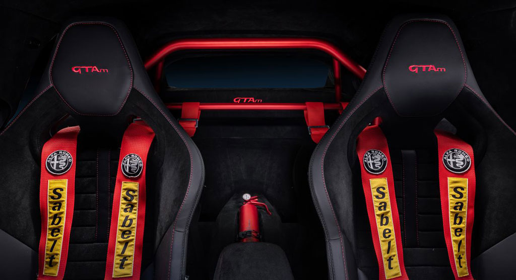 Racing seats and roll cage in the Alfa Romeo Giulia GTAm