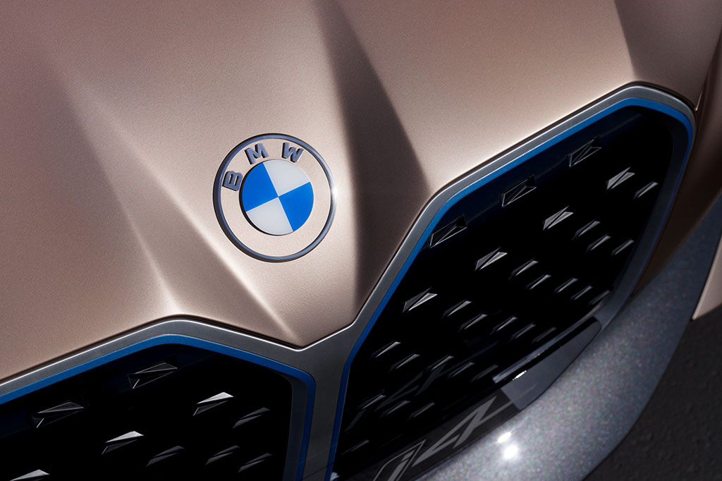 BMW new logo on the I4