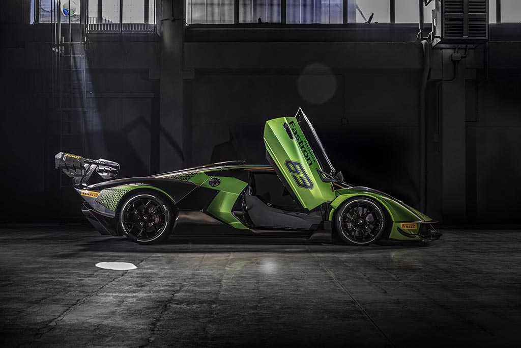 Doors open on Lamborghini Essenza SCV12